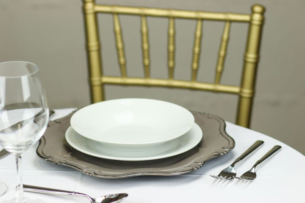 baroque-stone-charger-plate-light-grey-brown-set_1